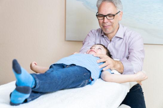 Osteopathische Behandlung bei Kindern in der Praxis Osteopathie Kraichgau